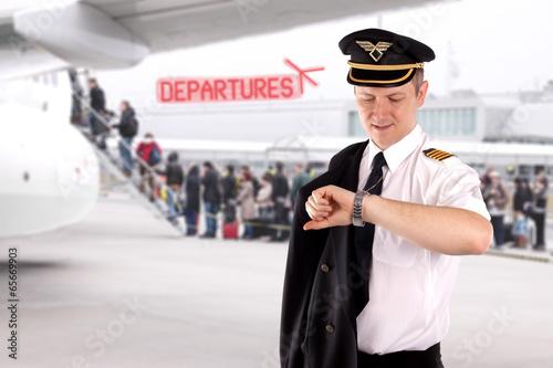 Leinwanddruck Bild Captain waiting for the departure