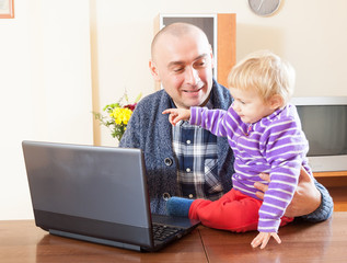 dad  at  laptop with   daughter