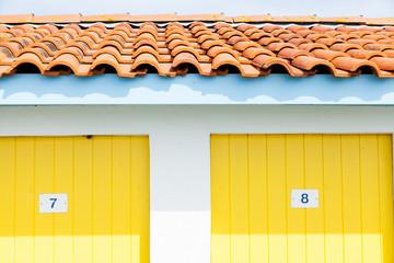 cabanes colorées d'ostréiculteurs et pêcheurs