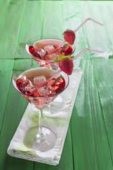 Coctel de sirope de fresa martini y vodka