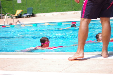 cours de natation en piscine
