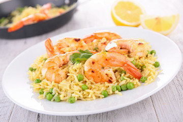 paella with shrimp