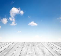 Himmel mit Holzboden