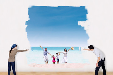 Couple painting family vacation at beach