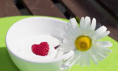 Joghurt mit herziger Himbeere