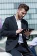 canvas print picture - Junger Geschäftsmann mit Tablet PC