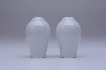 Porselen tuzluk ve baharatlık