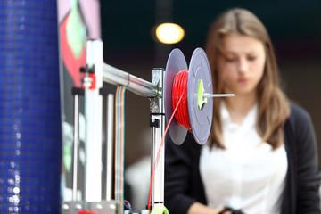 Drukarka 3D, szpula z materiałem.