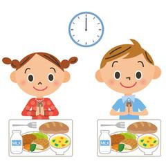 給食を食べる子供