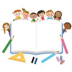 大きなノートと子供達集合