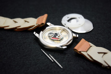 腕時計の分解