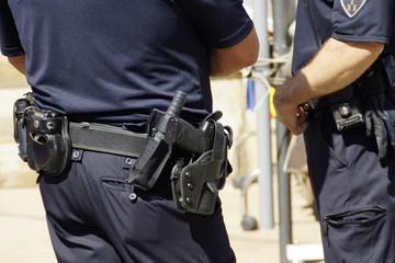 Polizisten mit Uniform und Ausrüstung