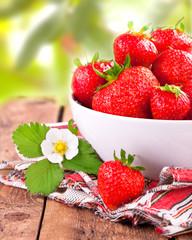 frisch gepflückte Erdbeeren aus dem Garten