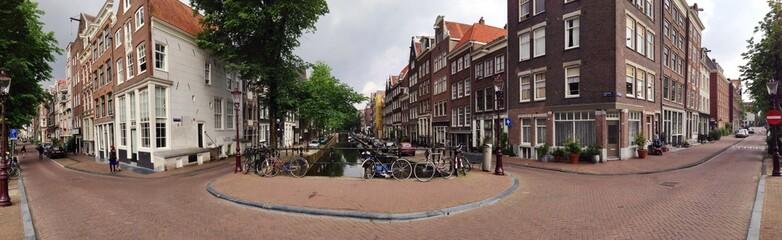 Häuser und Gracht in Amsterdam