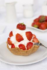 Frozen Yogurt mit Erdbeeren