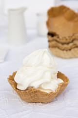 Frozen Yogurt in Waffelschale