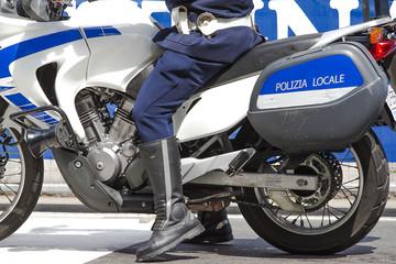 agente in motocletta