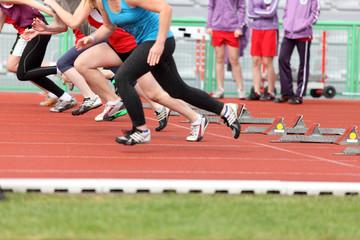 Sportowcy na linii startu, do biegu.