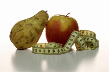 Una pera , manzana y cinta metrica