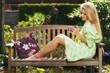 canvas print picture - Junge Frau genießt die Morgensonne