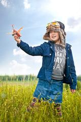 Kind spielt Pilot
