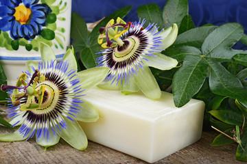 sapone naturale bianco e fiori della passione