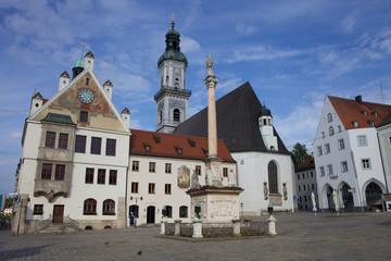 Freising - Marienplatz mit Rathaus und Mariensäule