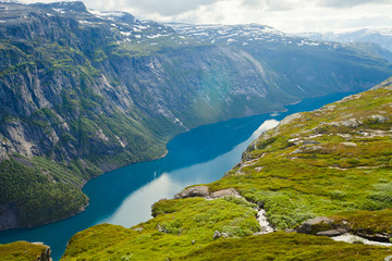 A vibrant picture of the mountain route to famous norwegian hiki