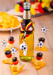 Bier und Snacks für Fußballfans