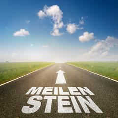 """Straße mit dem Wort """"Meilenstein"""""""