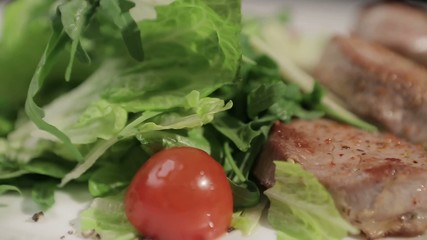Roast beef with fresh arugula and cherry tomatoes