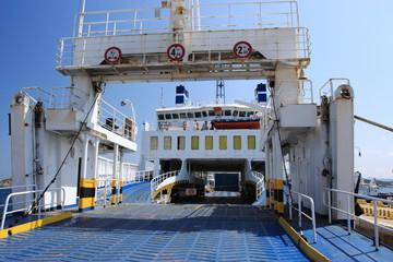 traghetto per isola maddalena sardegna