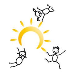 Drei fröhliche Kinder mit Sonne