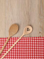 Kochlöffel mit Tischtuch