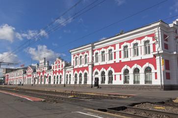 Здание железнодорожного вокзала в городе Вологде, Россия
