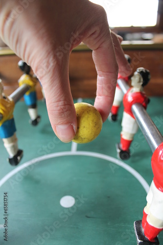 Papiers peints Cocktail Foosball football in team colors Soccer Brazil colours Tabletop