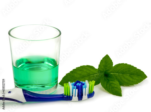 Toothbrush and mouthwash - 65852759