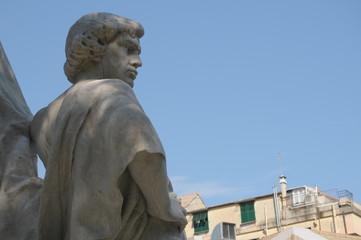 statua di giuseppe mazzini giovane