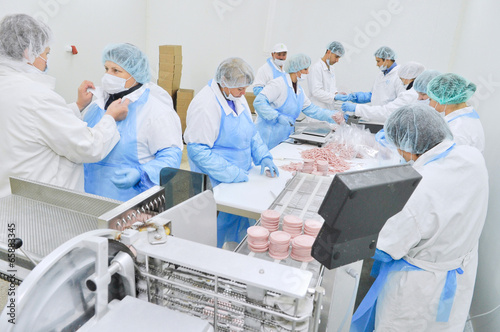 workshop production of sausages - 65883345
