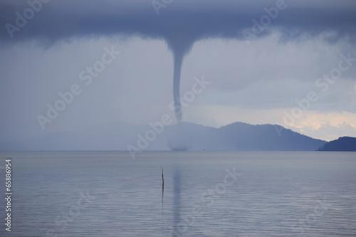 Leinwanddruck Bild Waterspout on the ocean