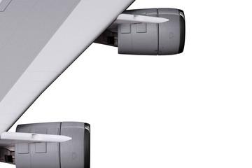 Tragfläche mit zwei Strahltriebwerken im Flug