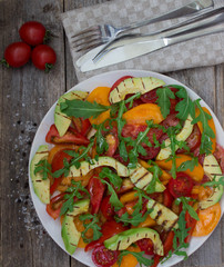 Salad of grilled avocado and multicolored tomatoes