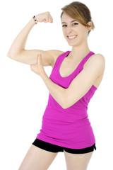 Durchtrainierter Teen zeigt Arm-Muskulatur