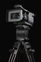 業務用のビデオカメラと三脚