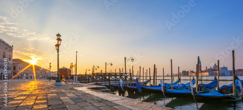 Poster Venetie View of Venice with gondolas at sunrise