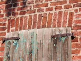 alter  Fensterladen