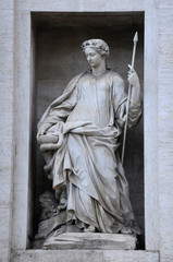 Statue on the Palazzo Poli