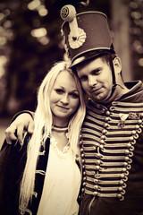 Hussard en tenue vintage avec jolie femme