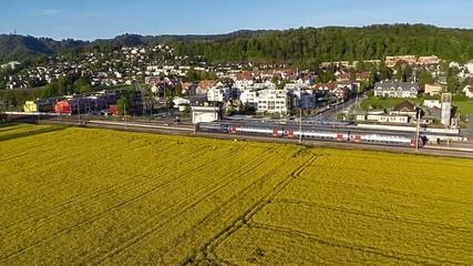Luftaufnahme S-Bahn Zug der SBB