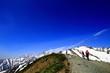 雪山を目指す登山家